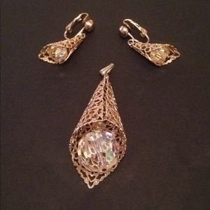 Elegant Pair of earrings & Pendant
